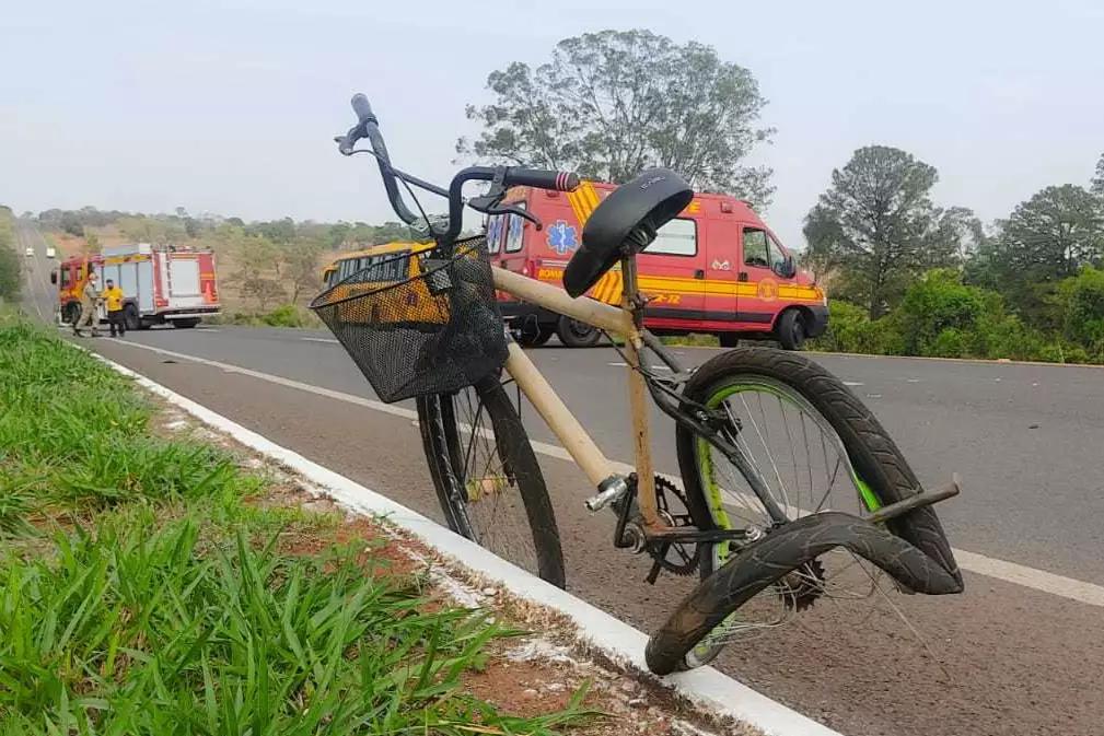 Ciclista morre atropelada por ônibus de frigorífico