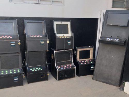 """PC identifica """"mini cassino"""" e apreende máquinas caça-níqueis em Caldas Novas"""