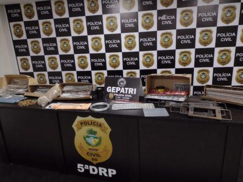 PC faz buscas em locais usados para adulteração e remarcação de placas de veículos em Luziânia