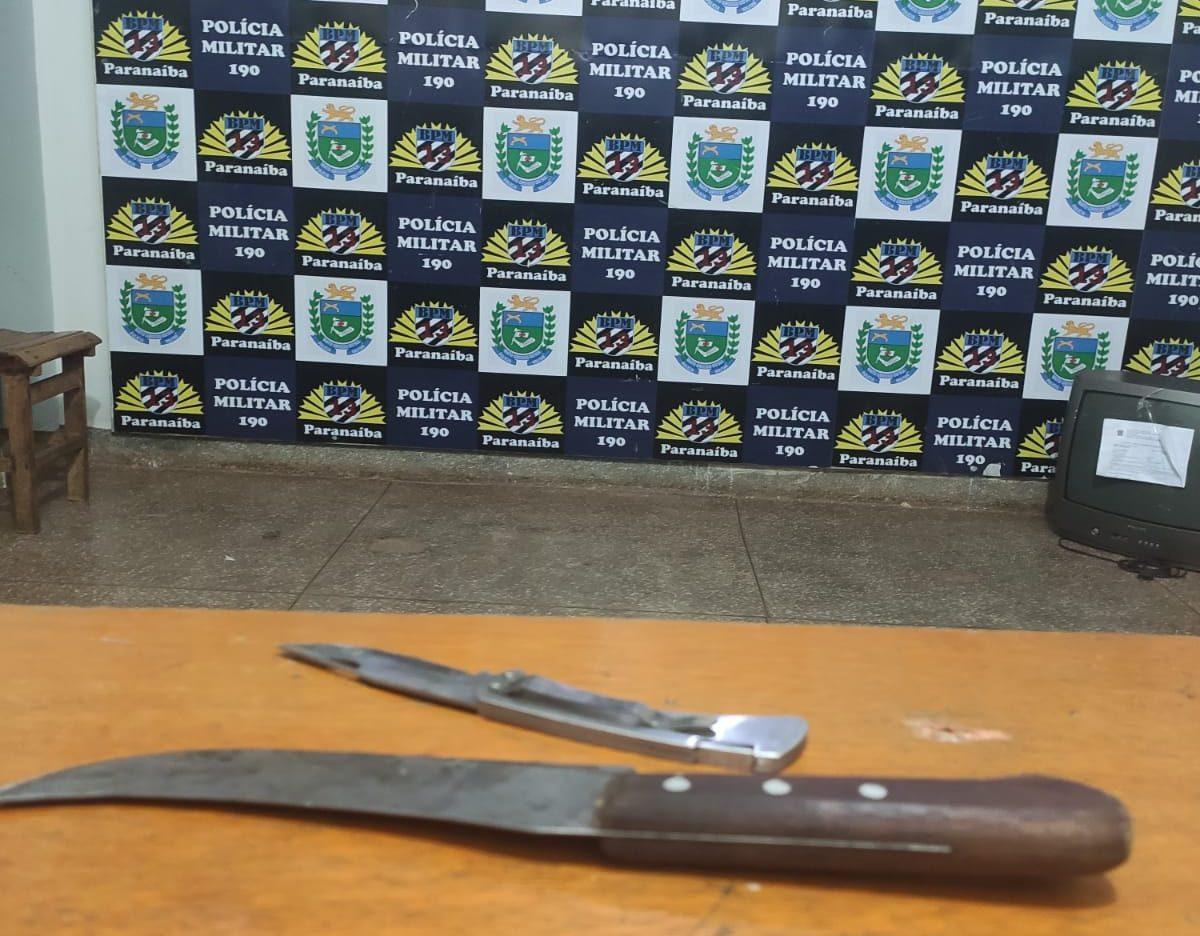 Polícia prende 04 pessoas por cometerem vias de fatos; 02 estavam com facas