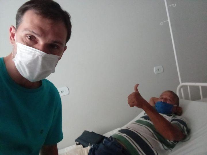 Prefeito de Paranaiba esclarece sobre acidente em Alto Tamandaré e tira foto com o motorista