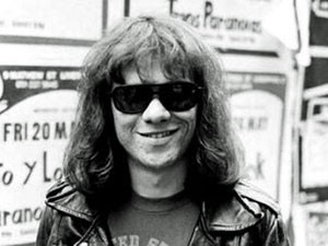 Morre Tommy Ramone