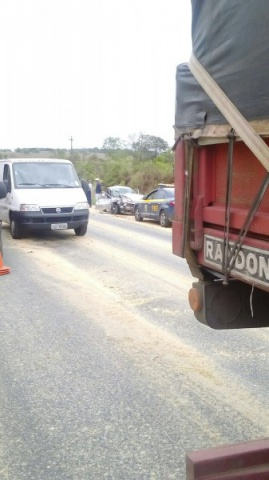 Fotos do acidente ocorrido na Vila do Raimundo e do congestionamento no local