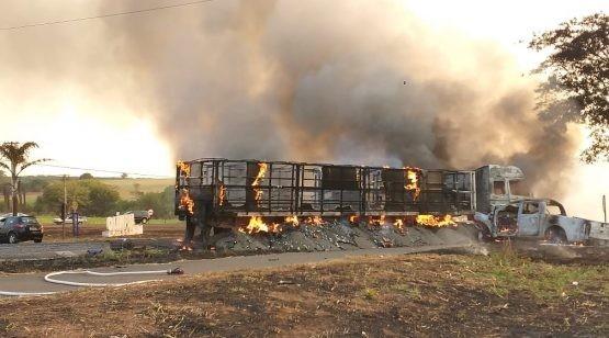 Cassilandense retira vítima de acidente de caminhonete pegando fogo em Olímpia