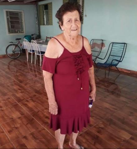Faleceu ontem em Cassilândia e já foi sepultada, Armelinda Cândida Dias, com 83 anos de idade, filha do saudoso casal Sebastião Cândido/Elizena Tosta de Queiróz. Foi funcionária pública. Deixou filhos, netos e bisnetos.